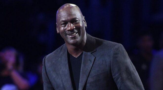 Michael Jordan dona ganancias de 'The Last Dance' para banco de alimentos