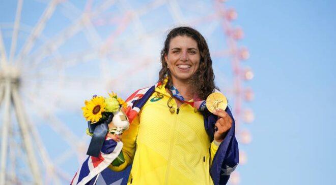 Atleta australiana repara su kayak con un condón y gana medalla de oro